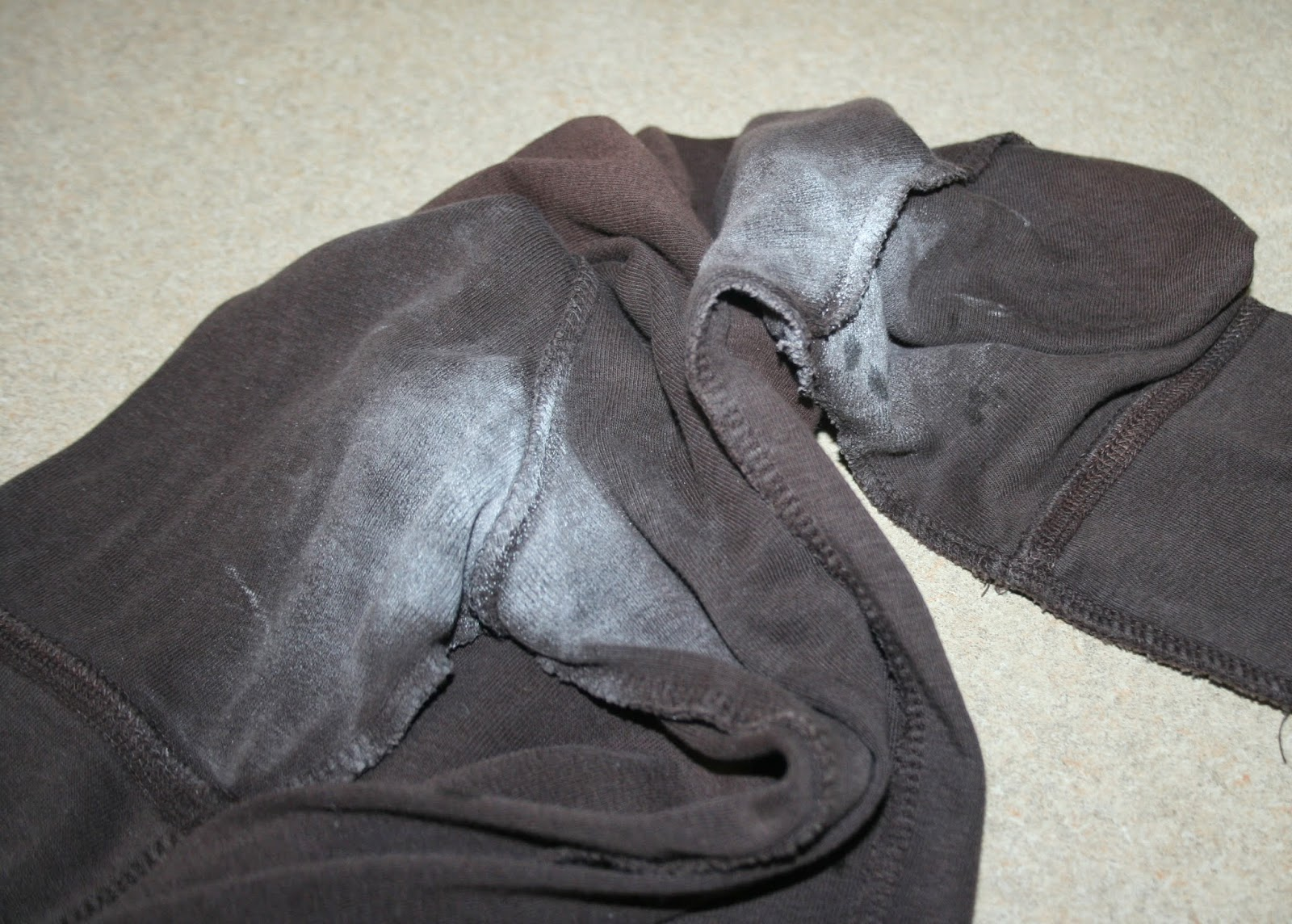 Getting rid of deodorant stains on shirts how to remove for How to remove sweat stains from black shirts