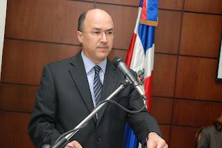 Domínguez Brito aboga por la certificación de empresas mediante Reglamento 522-06