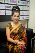 taapsee glam pics in saree-thumbnail-2