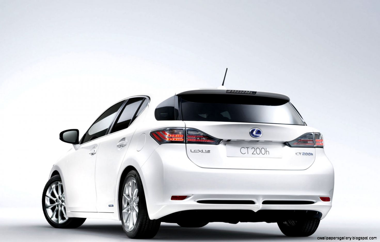 Lexus CT200h 18 VVT i Luxury   Luxurious family car   photo