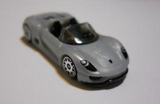 regalo de kinder sorpresa coche en miniatura Porsche
