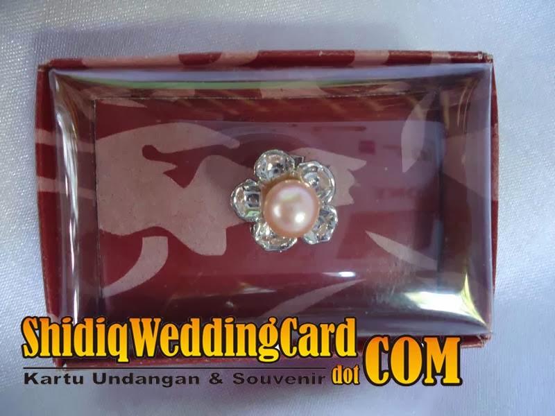 http://www.shidiqweddingcard.com/2014/02/souvenir-bross.html