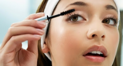 How to Apply Castor Oil to Eyelashes