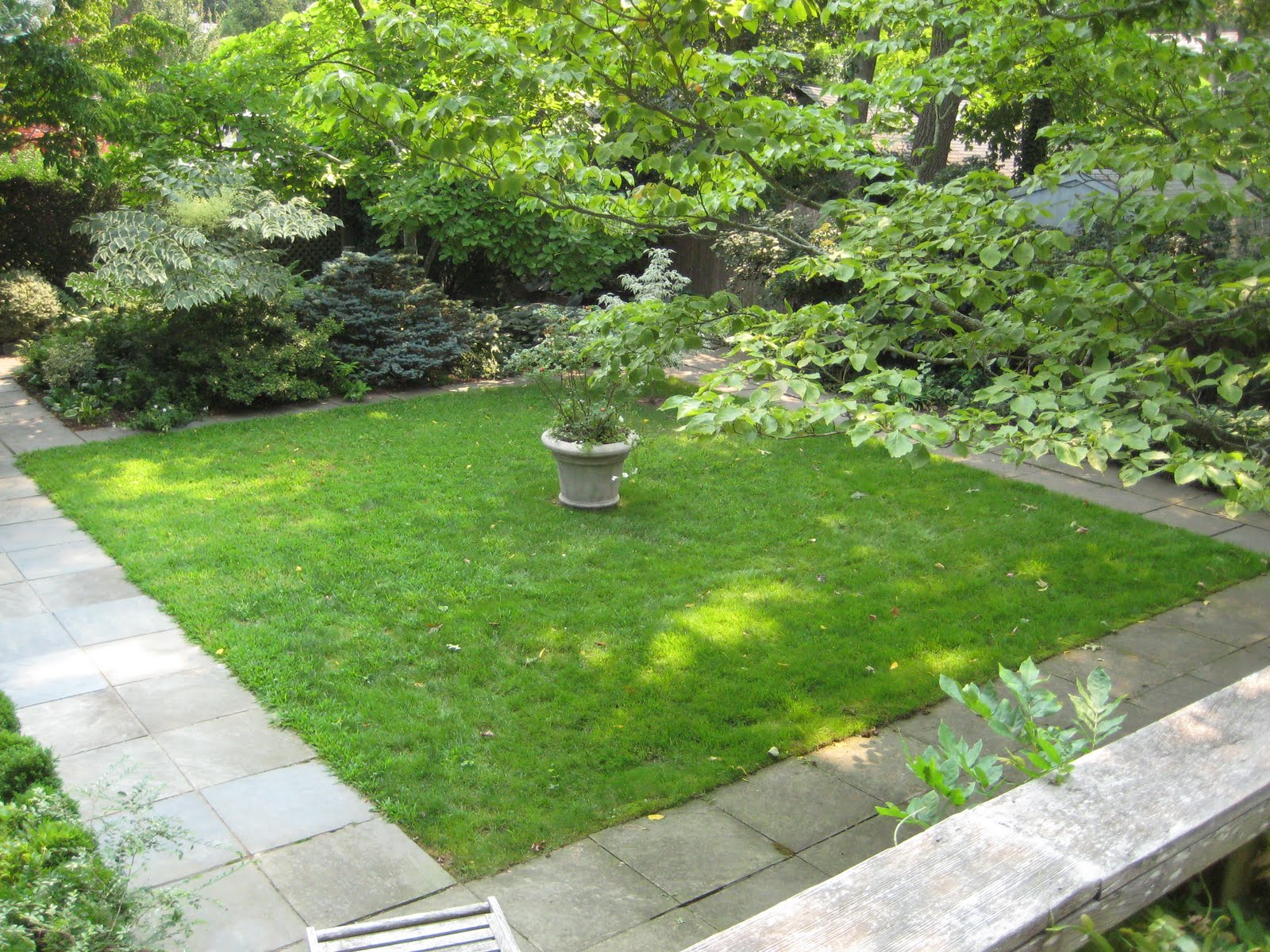 Paradis express lanford wilson 39 s sag harbor garden for 50ft garden design
