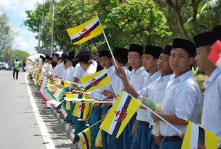 Baju uniform sekolah Brunei