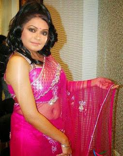Bangladeshi Hot Girl In Sexy Saree And Hot Cleavage Photo