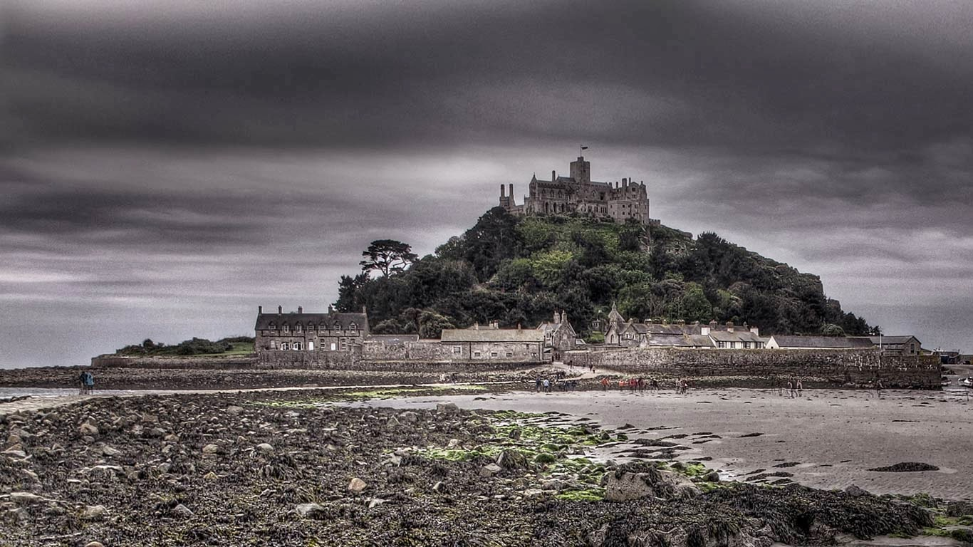 St Michael's Mount, off the coast of Marazion, Cornwall, England (© David Gristwood) 388