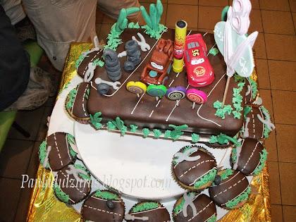 torta y cupcakes cumpleaños