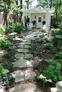 Jardim com zona de lazer