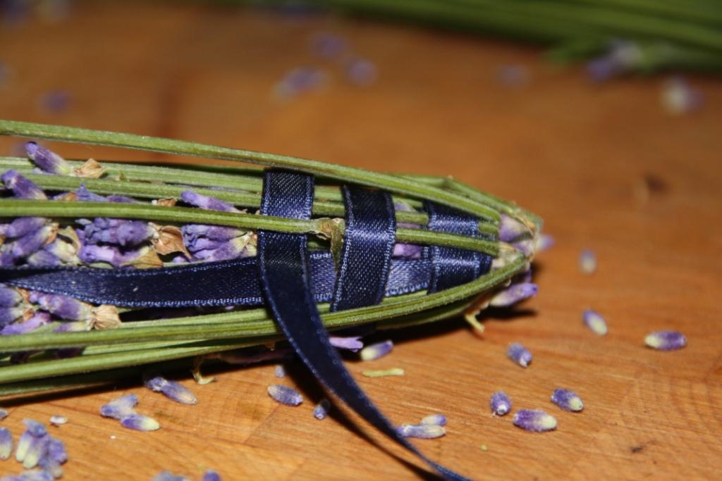 teacup in the garden eine deko mit lavendel. Black Bedroom Furniture Sets. Home Design Ideas