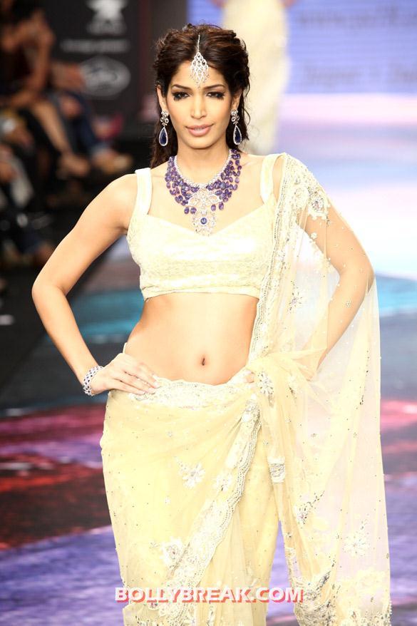 , Zarine Khan, Zeenat Aman  Iijw 2012 Ramp Walk Pics