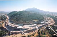 Πρόσφατα, με αφορμή τα σχέδια για το ξεπούλημα και την δημιουργία ενός νέου πολεοδομικού συγκροτήματος στον χώρο του πρώην αεροδρομίου Ελληνικού και την παραλία του Αγίου Κοσμά, επανήλθε στο προσκήνιο το ζήτημα της επέκτασης της Αττικής οδού, με την κατασκευή της Δυτικής Περιφερειακής Λεωφόρου Υμηττού , πάνω από τον την Καισαριανή, τον Βύρωνα , την Ηλιούπολη και την Αργυρούπολη καθώς και το ζήτημα της οδικής σύνδεσης Ελληνικού –αεροδρομίου Σπάτων μέσω σήραγγας στον Υμηττό.