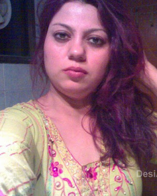 Pakistani Aunty Spicy Pictures in Bathroom | Hot Aunties Photos