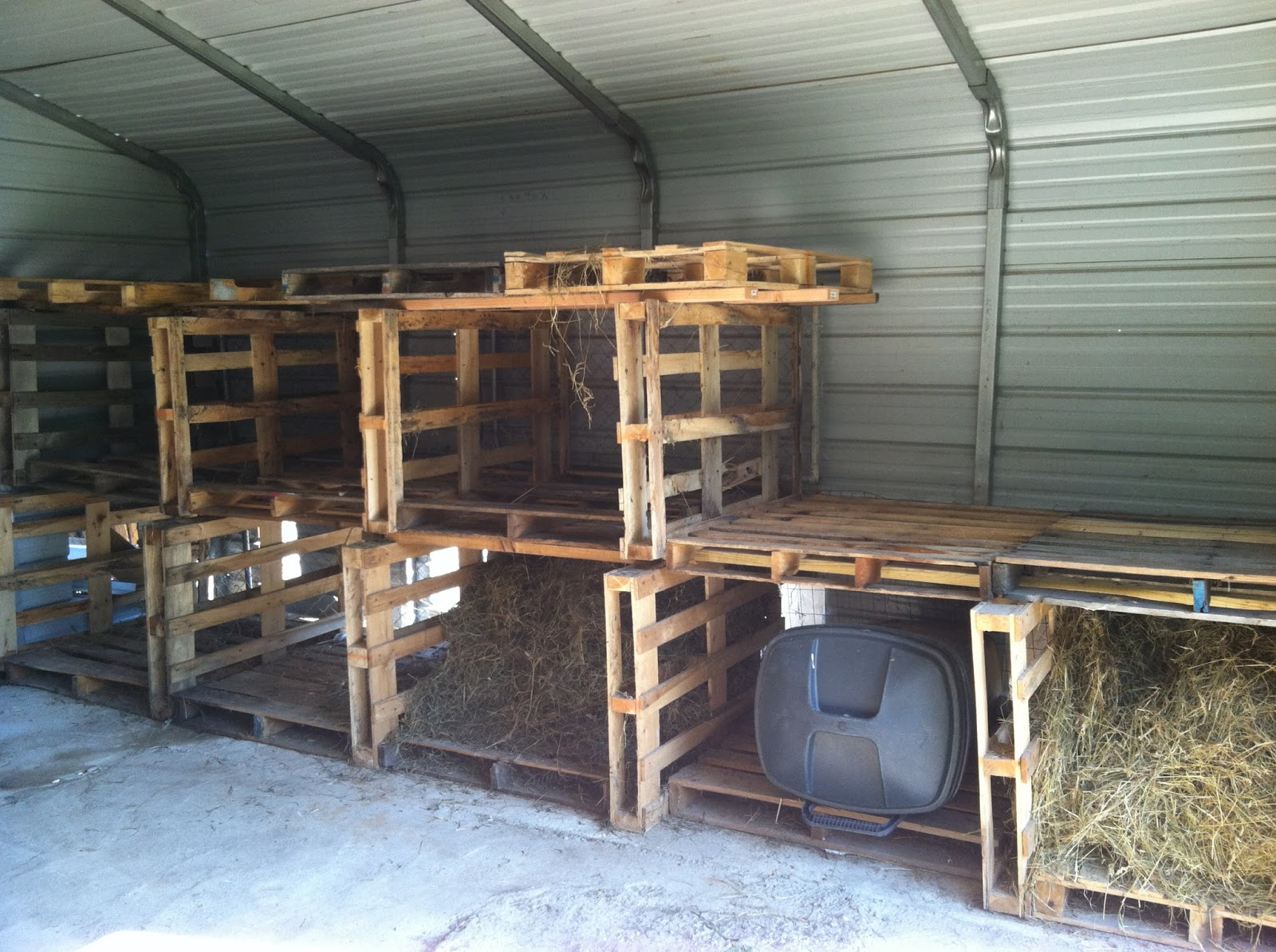 Homestead Catholic My DIY Pallet Hay Rack