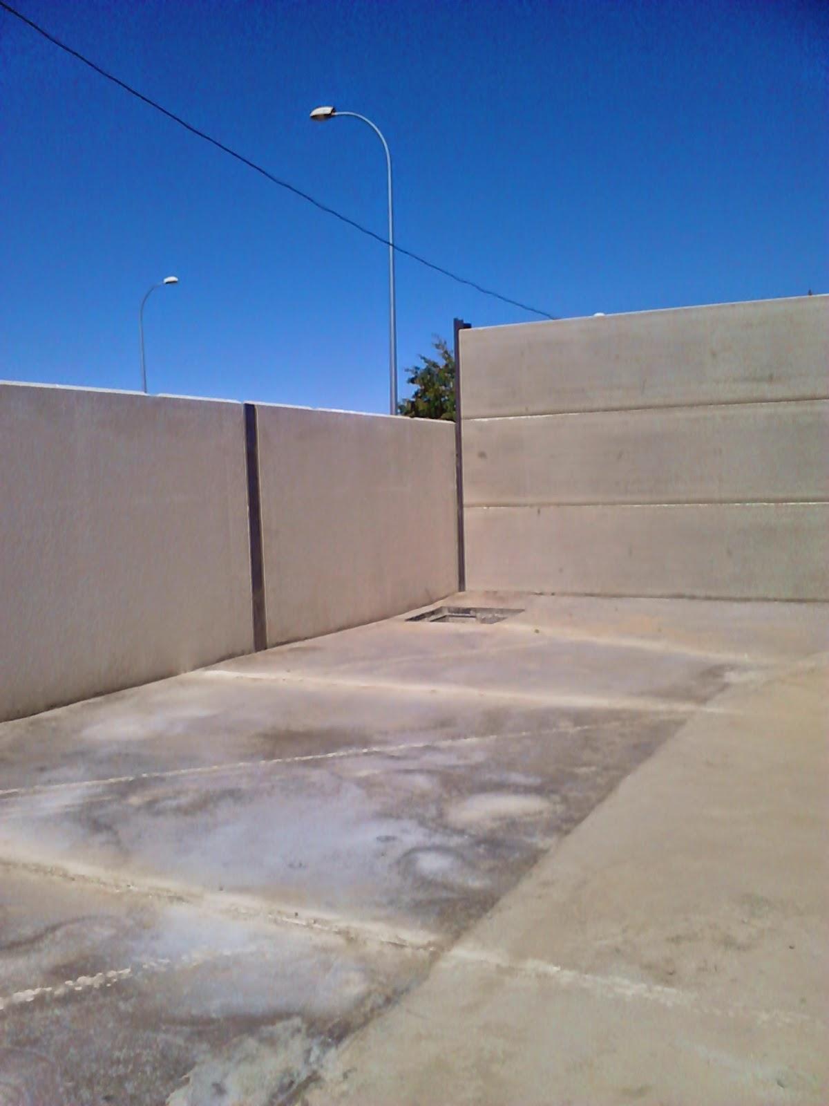 Cerramientos de parcelas cerramientos con placas alveolares de naves terrenos y parcelas - Precio vallar terreno ...