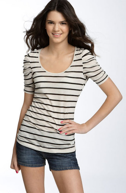 Model Kendall Jenner-Trendy Stylish Striped Fashion Style