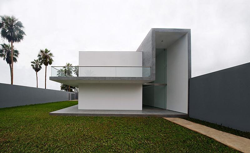 Casa minimalista en lima dise ada por javier artadi for Diseno de interiores lima