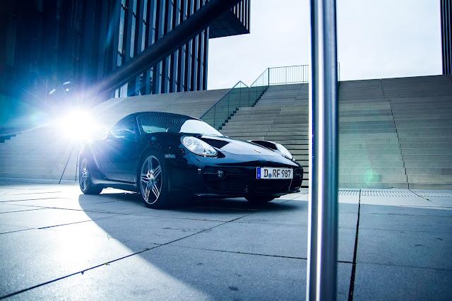 Foto von Porsche mit Geländer  im Medienhafen Düsseldorf am Hyatt Hotel Auto-Fotoshooting Andreas Blauth
