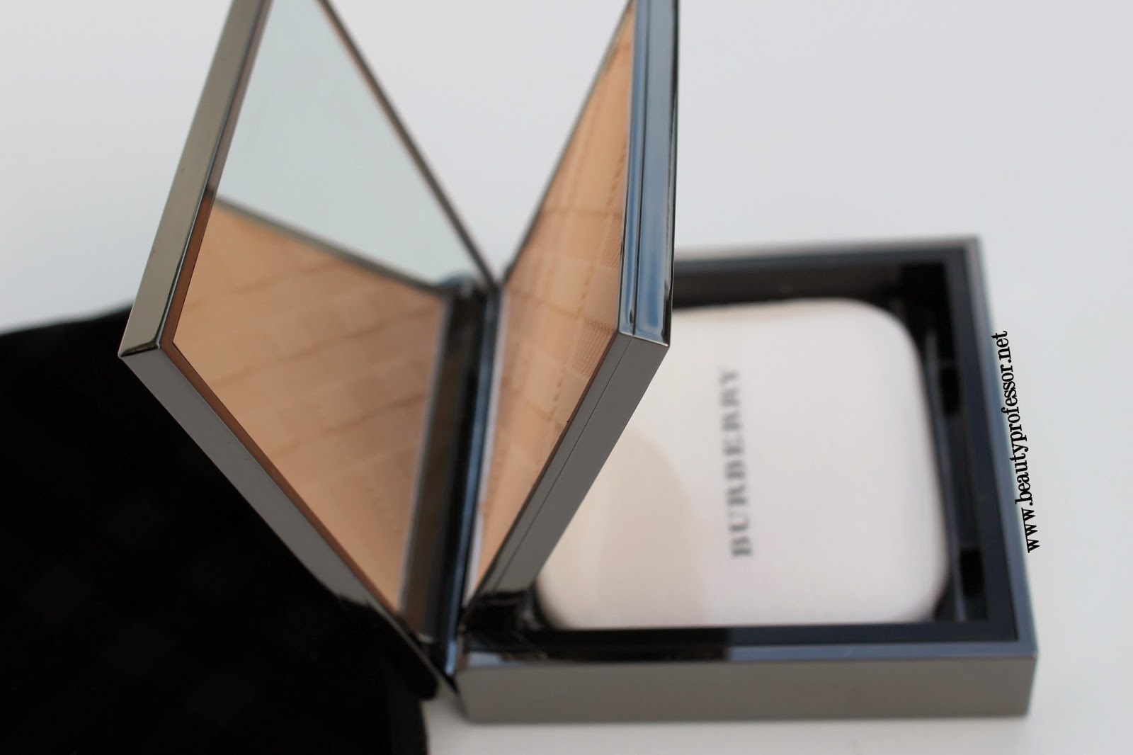Burberry sheer luminous compact foundation trench 6 swatch