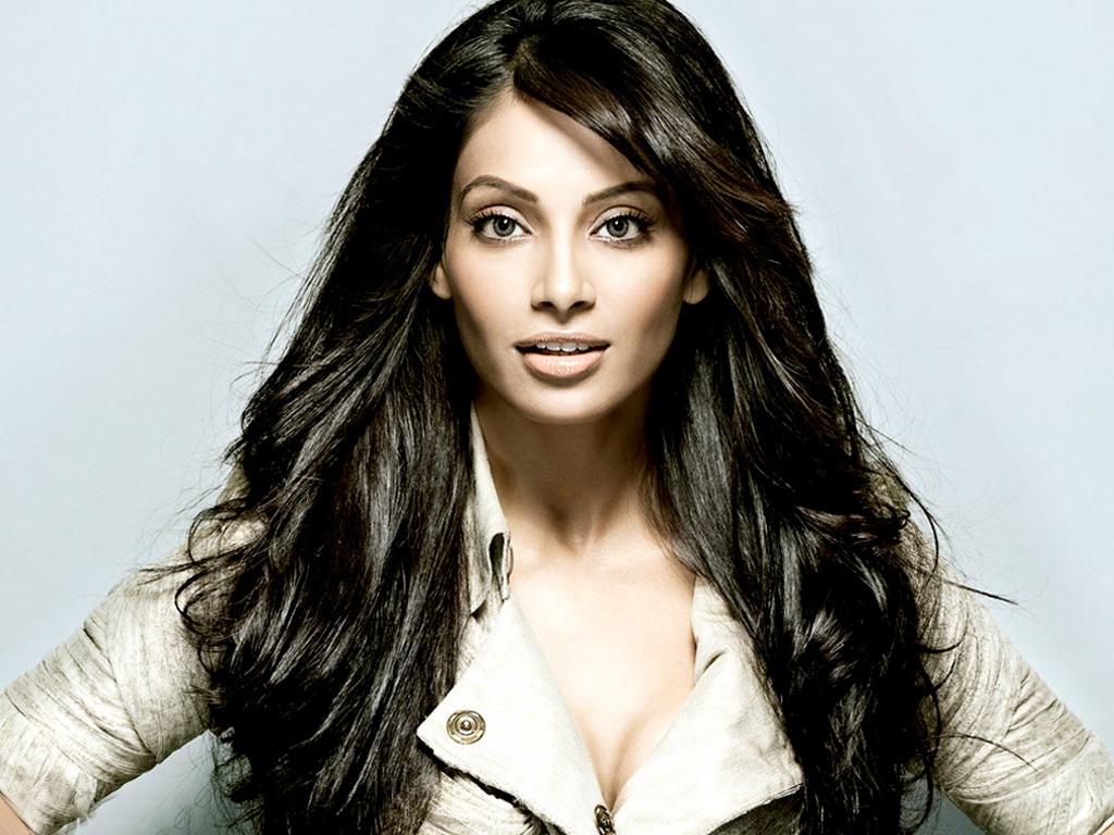 Another Bollywood Beauty Bipasha Basu Sexy Leg Cross