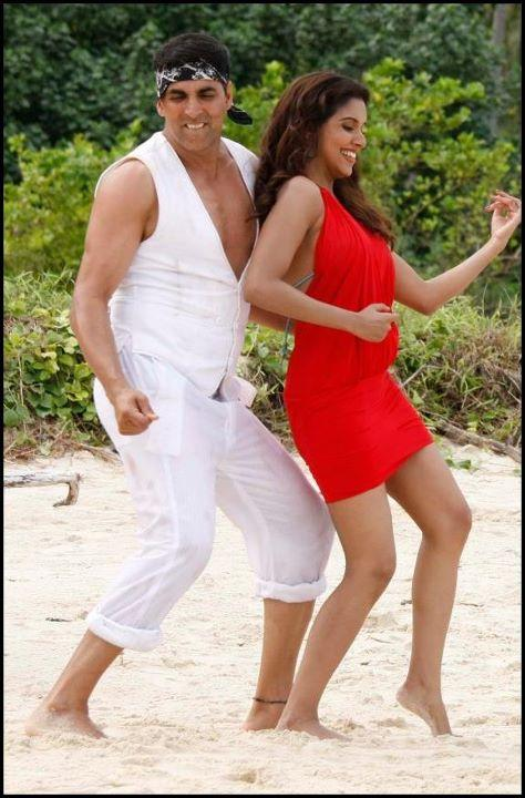 1 - Housefull 2 Movie Stills- Asin & akshay Kumar