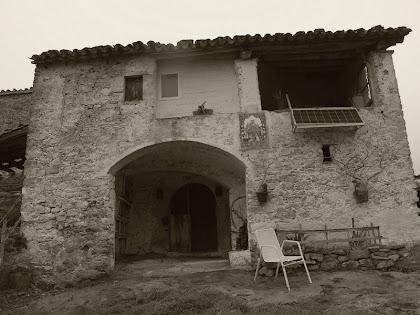 La façana de migdia de la Casa del Xei