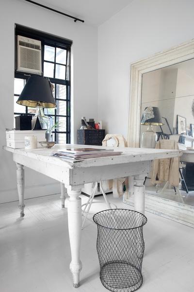 mesa decapada en blanco