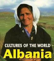 Gli albanesi sono i discendenti degli antichi Illiri, che furono gli antenati del popolo di Roma e della Grecia classica (Marylee KNOWLTON , 2005 )