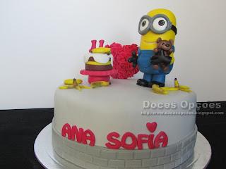 O Mínimo Bob foi distribuir bananas no aniversário da Ana Sofia