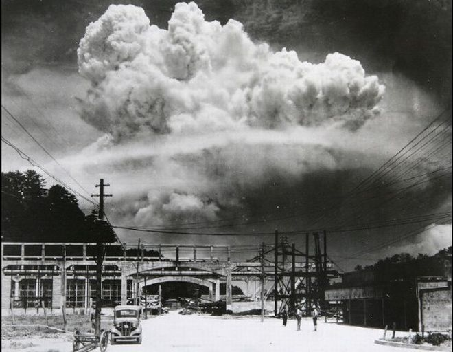 20 Shocking Pictures Of Hiroshima, The First City In History To Be Destroyed By An Atomic Bomb - Nagasaki 15 minutes after the explosion.