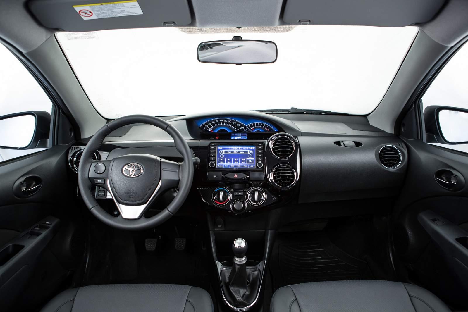 """Toyota Etios Sedan 2015 - campeão da pesquisa """"Os Eleitos"""" 2015"""