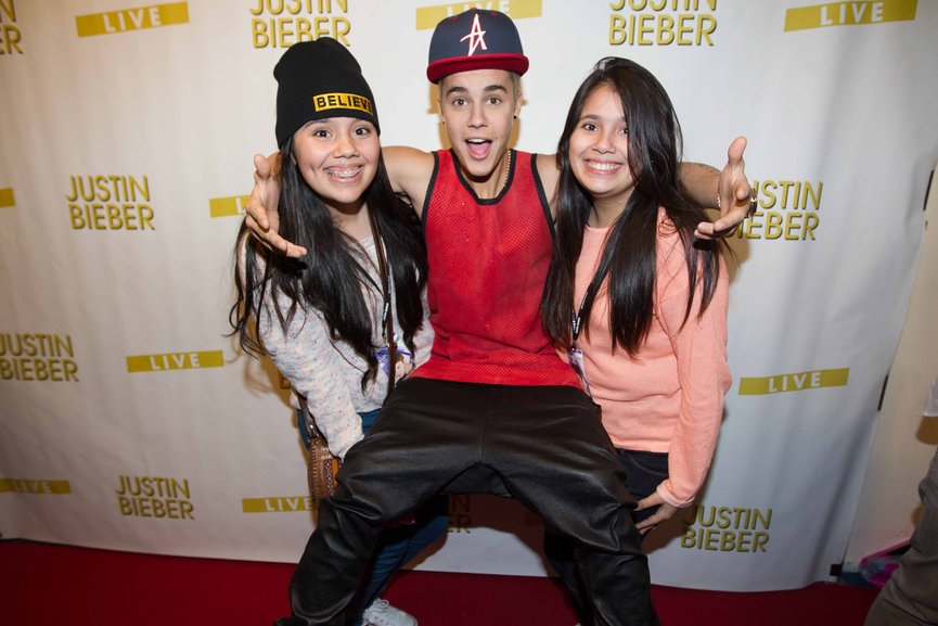 Justin bieber justin bieber with fans at mg april 13 arnhem lucky fans m4hsunfo