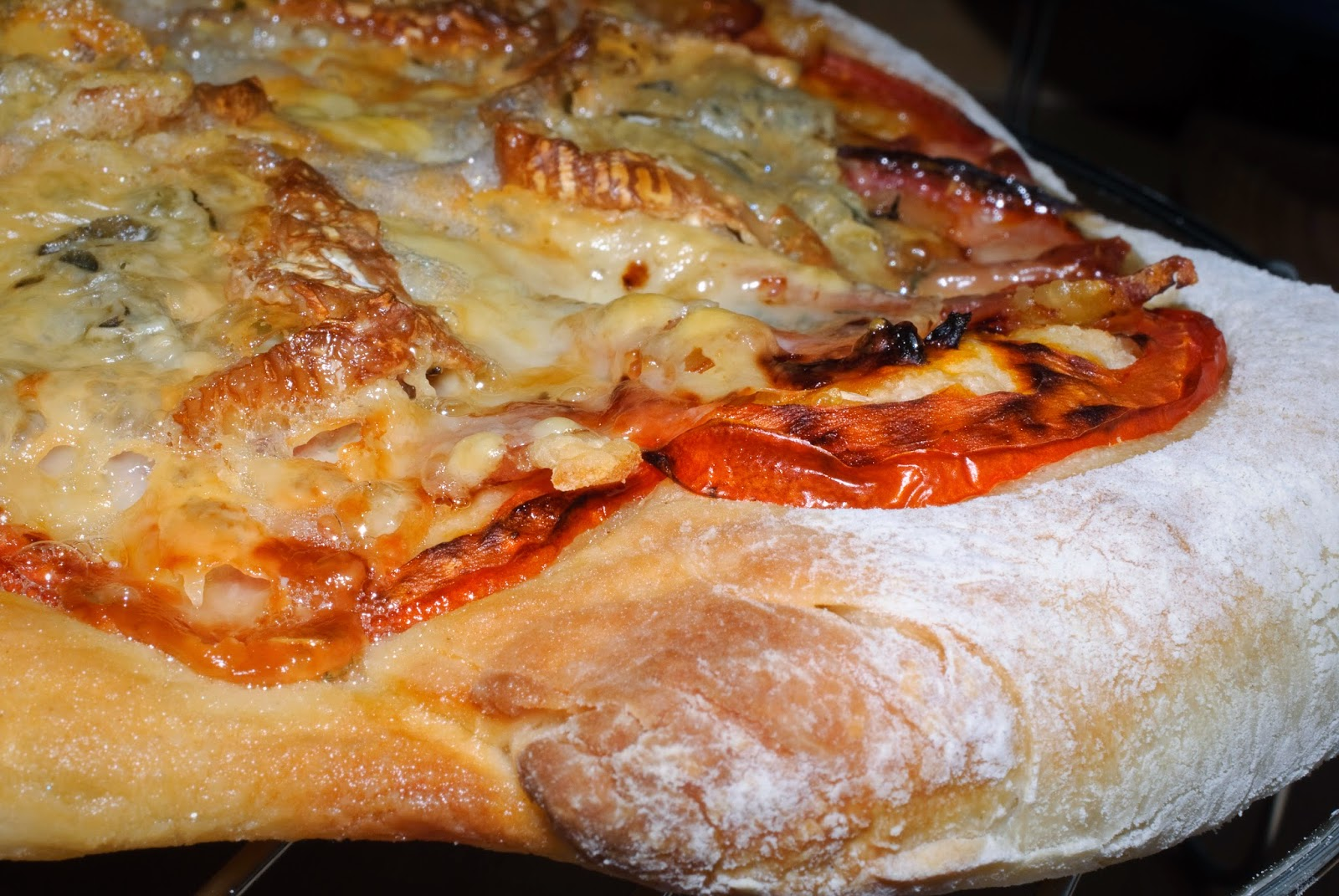 Pizza de lomo y queso; loin and cheese pizza