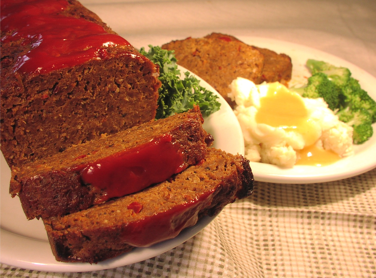Easy and Basic Meatloaf Recipe - Table Dasher