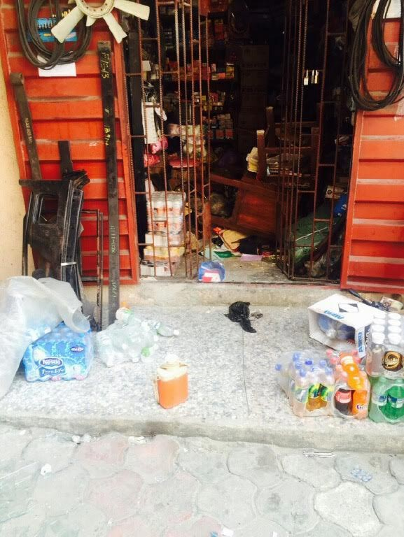 Youth Loot Shops In Effurun, Warri, Delta State (Photos)