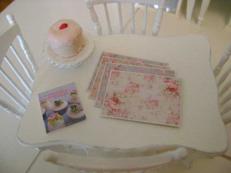 I really love how these look in a mini kitchen on a table or all stacked up. I even handmade some shabby paper party plates ... & Baking In Miniature: Shabby Placemats u0026 Paper Plates