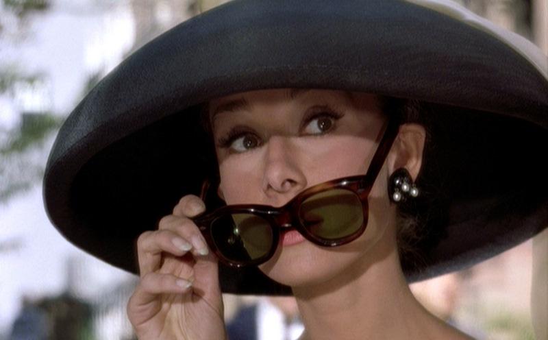 Gli occhiali di audrey simply v - Occhiali per truccarsi allo specchio ...