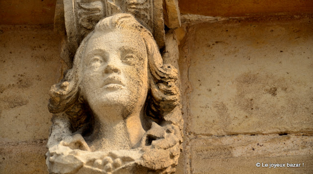 Honfleur  -visage sculpté