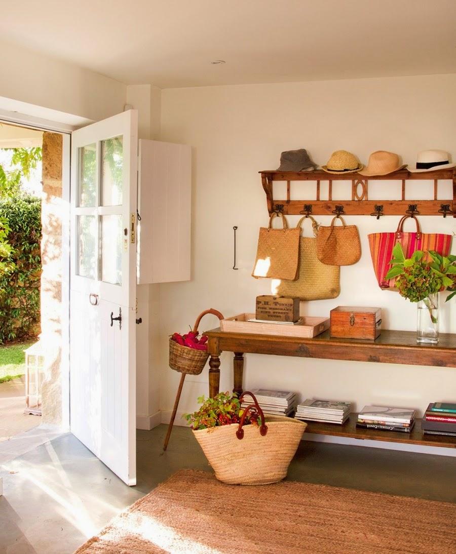 wystrój wnętrz, home decor, wnętrza, aranżacje, dekoracje, meble, dom, mieszkanie, styl rustykalny, styl francuski, szarości, stonowane kolory, wejście, przedpokój