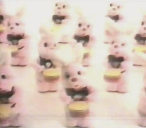 Campanha das pilhas Duracell no começo dos anos 90 com seu famoso mascote.