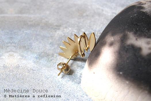Medecine douce bijou d'oreille feuilles dorées earcuff javelot
