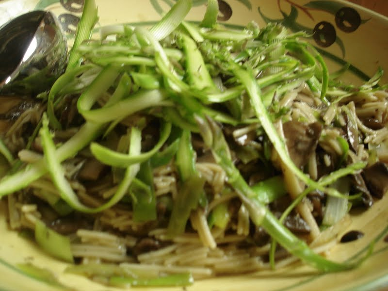 ... thing...or is it?: Whole-Wheat Linguine with Mushrooms and Asparagus