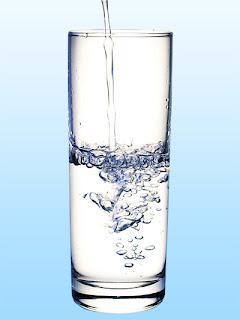 FAKTA Minum Air Putih Saat Makan Tidak Baik !