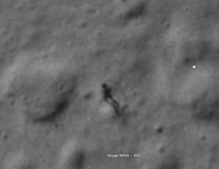 Είναι αυτή η σκιά ενός ανθρώπου που περπατά στην σελήνη;