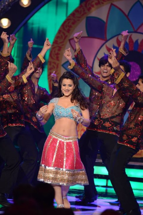 amisha patel from apsara awards glamour  images