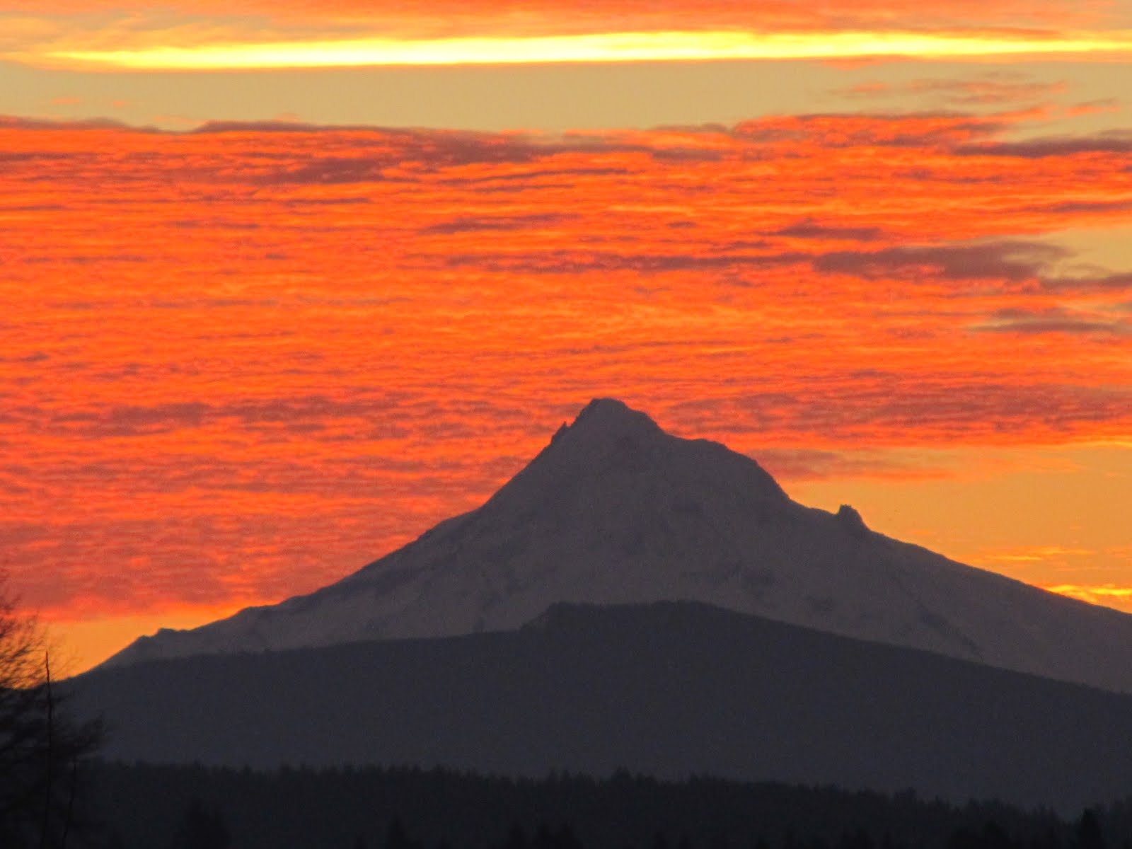 http://3.bp.blogspot.com/-ZgEb8JgexFY/TxJs0rI4jiI/AAAAAAAABpY/7xmdkMIUJk4/s1600/Mt.+Hood+Sunrise+2012.JPG