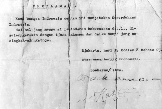 konsep naskah proklamasi tulisan tangan bung karno atas dan naskah