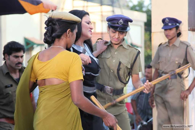 Veena+Malik+Arrested+(3)