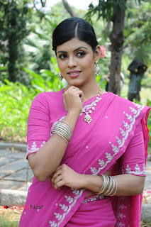 Iniya Latest Stylish Pictures in Pink Saree at Rendavathu Padam Movie Location ~ Celebs Next