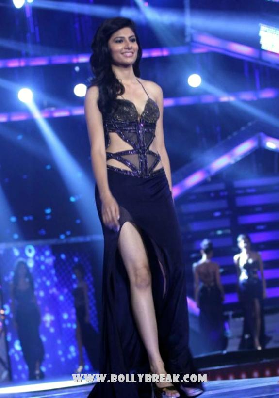 Vanya Mishra in Bllue Black Gown - miss india 2012 - Vanya Mishra Unseen Miss India 2012 Pics - Crown Ceremony